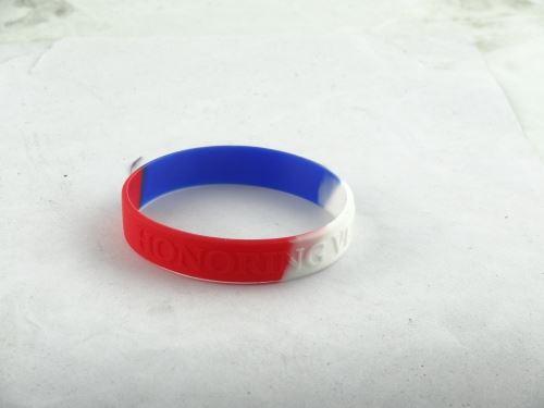 how to tie a bracelet around your wrist